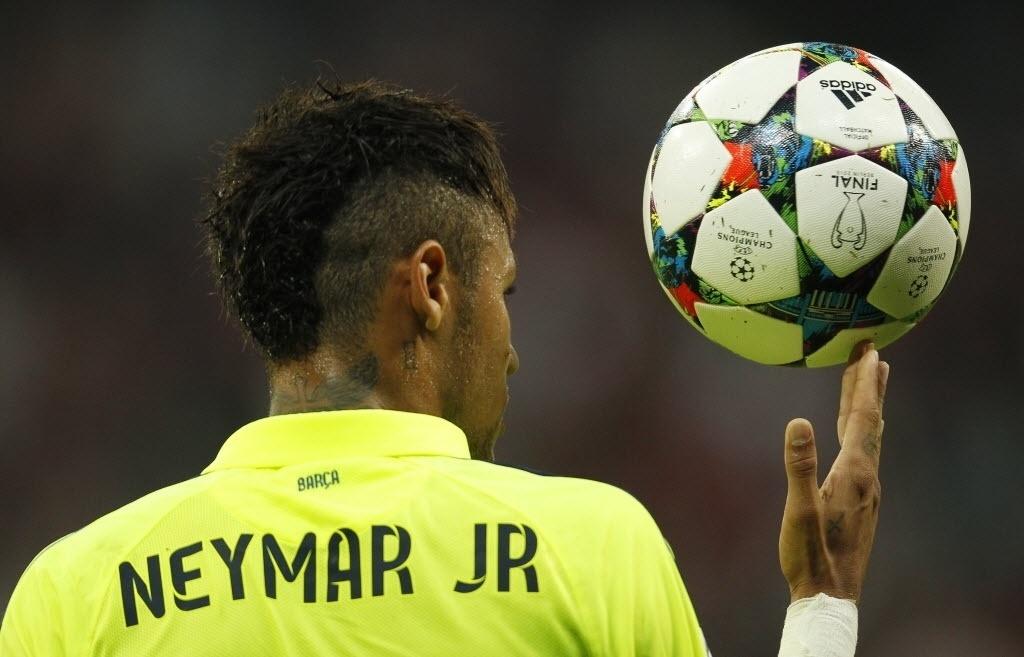 12.mai.2015 - Neymar marcou dois gols para o Barcelona no jogo contra o Bayern de Munique nesta terça-feira (12). Apesar da derrota por 3x2, o time espanhol confirmou a vaga na final da Liga dos Campeões da Europa