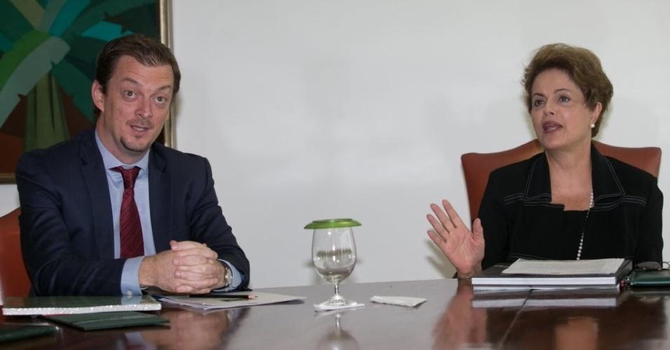 13.mai.2015 - A presidente Dilma Rousseff se reuniu nesta quarta-feira (13) com o presidente do Comitê Paralímpico Brasileiro (CPB), Andrew Parsons