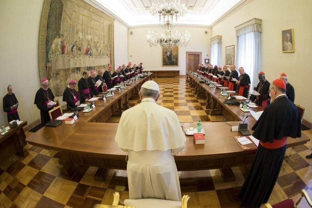 18.mai.2015 - Papa Francisco se reúne com líderes das dioceses romanas no Vaticano
