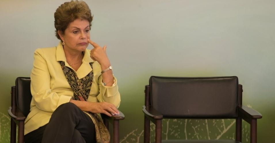 20.mai.2015 - A presidente Dilma Rousseff participa de cerimônia de sanção do novo marco legal da biodiversidade, que regulamenta o acesso ao patrimônio genético e ao conhecimento tradicional associado, em Brasília