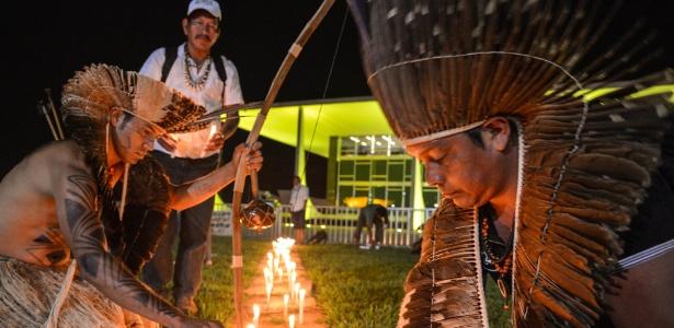 21.mai.2015 - Um grupo de 53 indígenas do Mato Grosso do Sul protestam contra a revisão de terras que já estavam demarcadas
