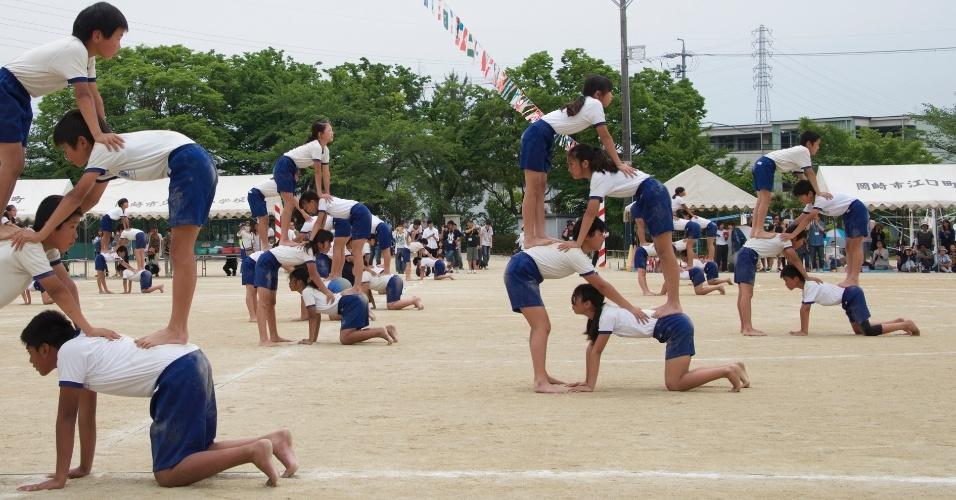 As escolas primárias da região central do Japão realizam nesta primavera a gincana poliesportiva denominada Undokai. Na escola Dyonan na cidade de Okazake vários brasileiros residentes no Japão participaram do Undokai da gincana. As fotos foram divulgadas neste sábado (23)