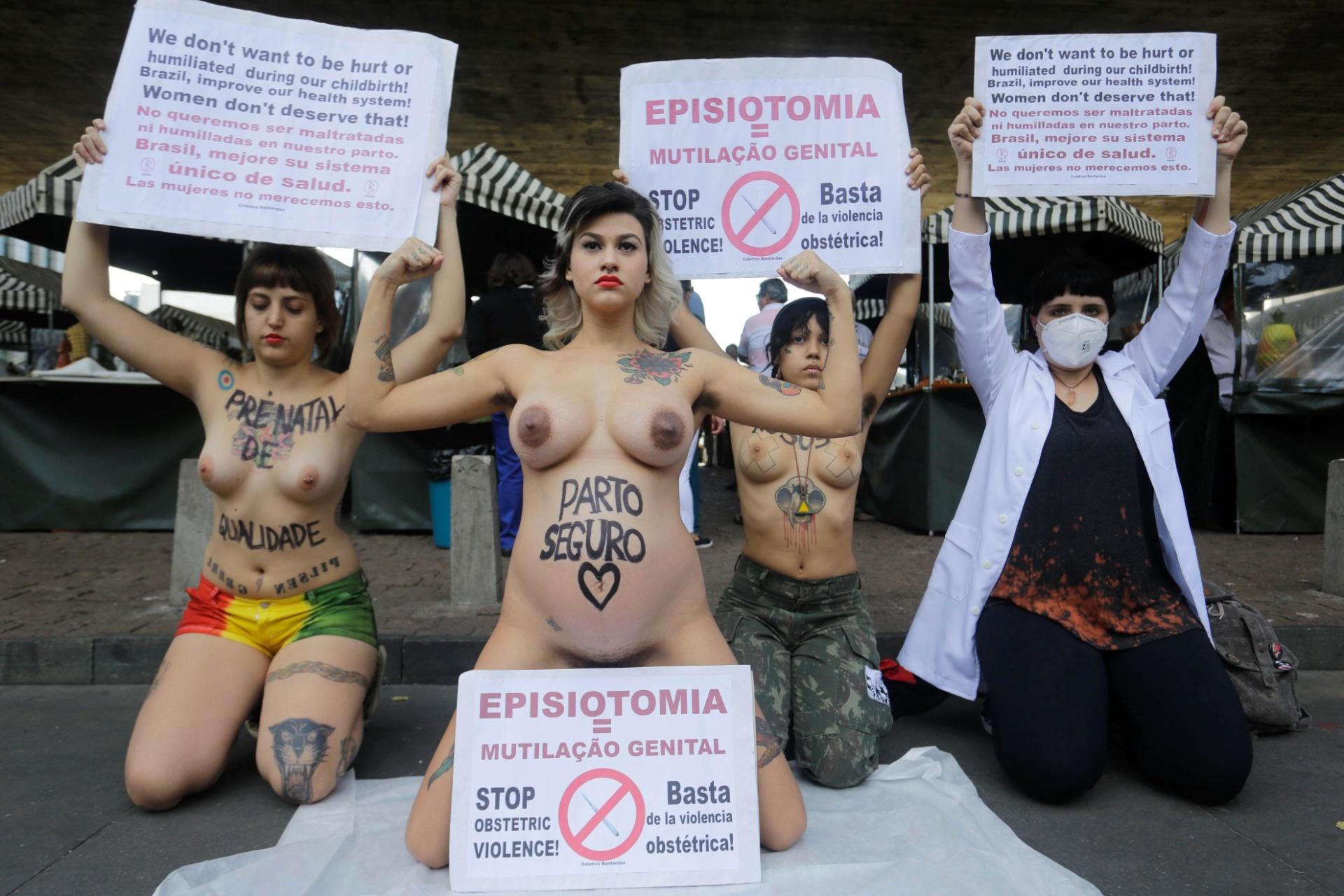 24.mai.2015 - A ativista Sara Winter (no centro) e integrantes do coletivo feminista Bastardxs, realizaram um ato contra a violência no parto durante a manhã deste domingo (24) na avenida Paulista, região central de São Paulo (SP). As ativistas reivindicam a humanização do parto na rede pública de saúde. Sara Winter é ex-integrante do Femen do Brasil
