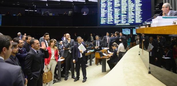 Eduardo Cunha (PMDB-RJ), à direita, comanda sessão de votação da PEC 182/2007 sobre a Reforma Política