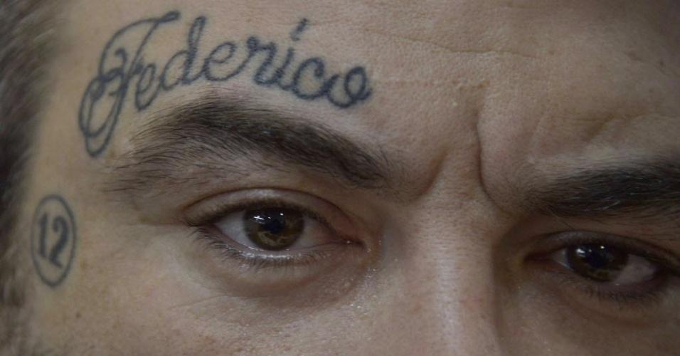 2.jun.2015 - Participante exibe tatuagem no rosto durante a