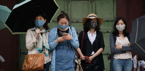 Turistas usam máscaras durante visita ao palácio Gyeongbokgung, em Seul. Até o momento, o Mers provocou quatro mortes no país