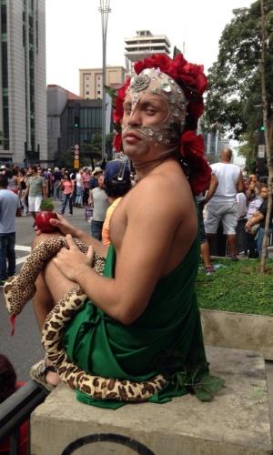 7.jun.2015 - O internauta Gustavo Bonotto Miguel é uma das milhares de pessoas que participam neste domingo (7) da 19ª edição da Parada Gay de São Paulo, no centro da capital paulista. A imagem foi enviada por ele para o WhatsApp do UOL (11) 97500 1925