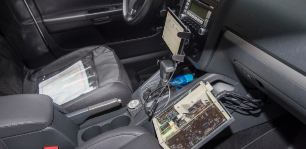 Autoridades de segurança automotiva demonstraram um novo veículo de teste equipado com touch pads especiais que podem medir instantaneamente se um motorista bebeu