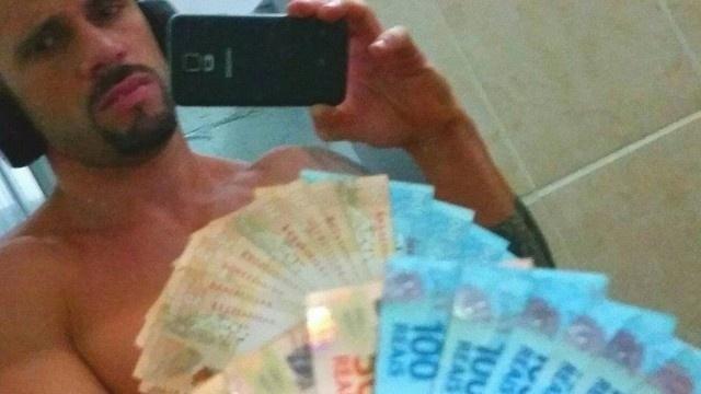14.jun.2015 - Dois presos fizeram 'selfies' do Batalhão Prisional Especial (BEP), localizado em Benfica, zona norte do Rio de Janeiro. A unidade militar abriga 218 policiais acusados de crimes. Os presos publicaram as fotos nas redes sociais, entre maio de 2014 e o início deste mês