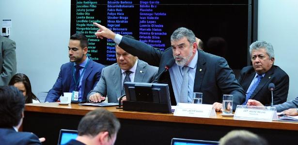 Em sessão tensa, a comissão especial da Câmara dos Deputados aprovou a PEC de redução da maioridade penal