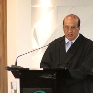 O ministro do TCU (Tribunal de Contas da União) Augusto Nardes, relator das contas do governo da presidente Dilma Rousseff em 2014, fala durante reunião do plenário em Brasília (DF)