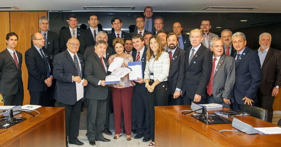 22.out.2015 - Presidente Dilma Rousseff durante audiência com a Confederação Nacional dos Municípios no Palácio do Planalto. Os prefeitos manifestaram apoio à CPMF