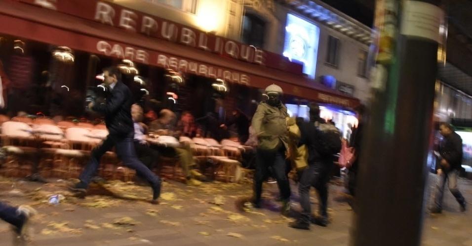 Ataques islâmicos matam 45 em Paris