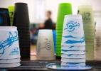 Arte de empilhar copos cresce como esporte e tem até campeonato mundial