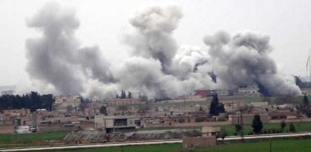 Bombardeios vistos no primeiro dia do cessar-fogo em Tel Abyad voltaram a acontecer em outras localidades da Síria
