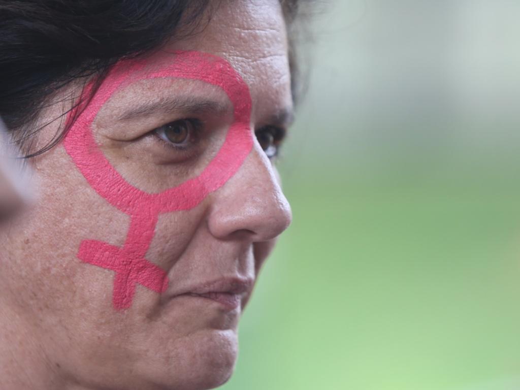 Resultado de imagem para protesto mulher