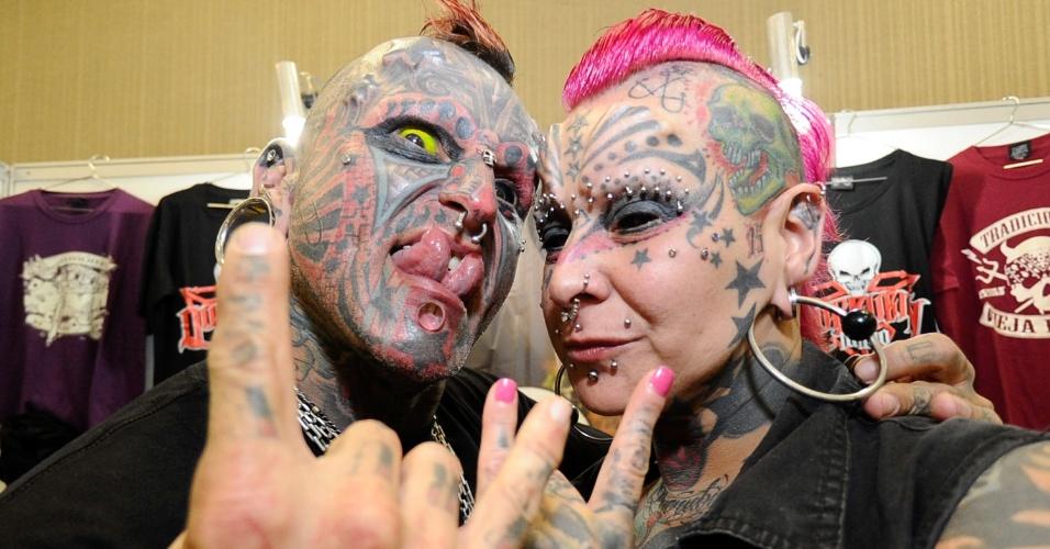 15.ago.2015 - Tatuados participam da segunda edição da Expo Tattoo Floripa, Florianópolis (SC). O evento conta com vários tatuadores nacionais e internacionais, show de bandas e desfiles