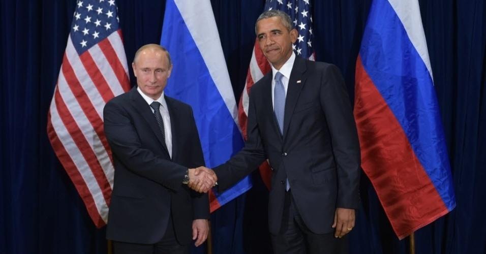 28.set.2015 - O presidente dos Estados Unidos, Barack Obama (à dir.), e o presidente da Rússia, Vladimir Putin (à esq.), se cumprimentam antes de reunião na Assembleia Geral das Nações Unidas, na sede da organização em Nova York, nos EUA. Os líderes iniciaram a primeira reunião formal entre ambos em mais de dois anos, com pontos de vista divergentes sobre como tentar encontrar uma solução para o conflito na Síria