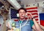 Astronauta conta como sobreviveu a uma colisão em pleno espaço - Nasa