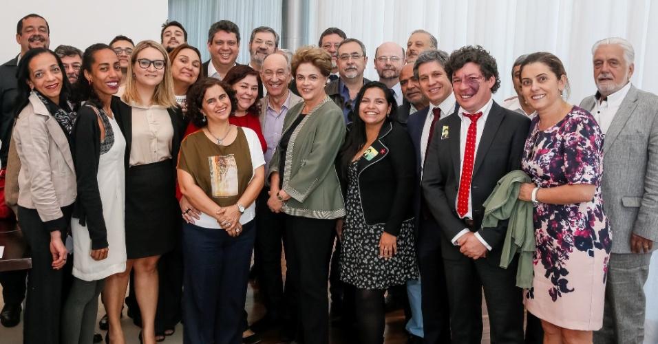 28.jun.2016 - A presidente afastada, Dilma Rousseff, se reuniu, nesta terça-feira (28), com a Executiva Nacional do PT, no Palácio da Alvorada, em Brasília