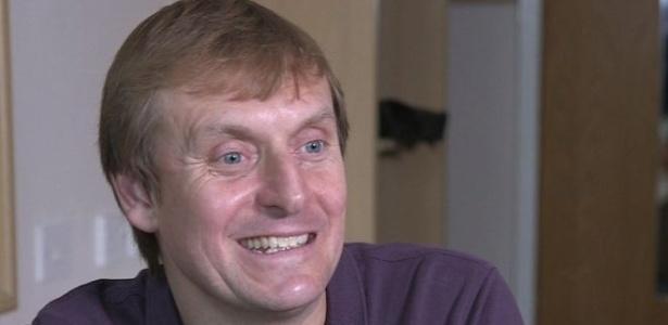 Simon Watson diz que vem vendendo seu esperma nos últimos 16 anos por conta própria