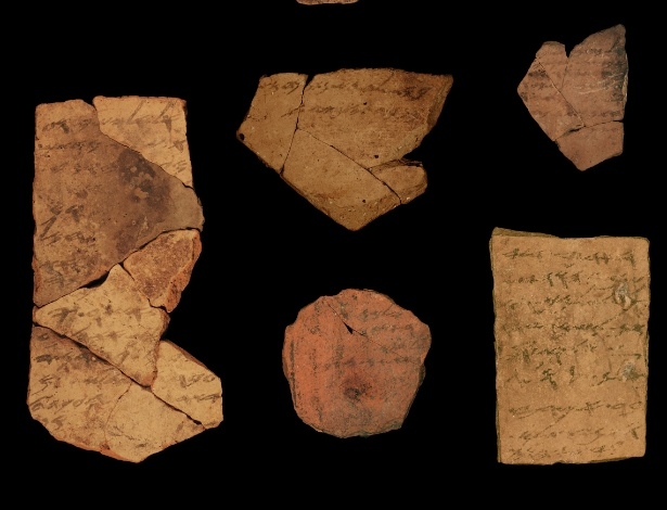 Anotações feitas em tinta em cerâmica