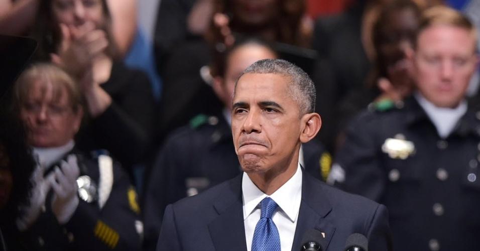 Barack Obama no memorial em Dallas
