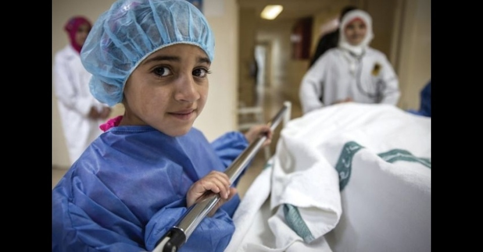 9.fev.2016 - Hiba, 9, quer ser pediatra.