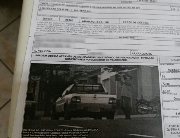 Multa de excesso de velocidade em Araraquara (SP) mostra, na verdade, que o carro estava estacionado com o motorista descarregando