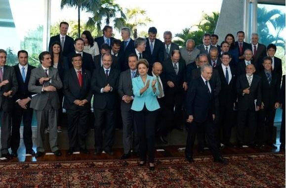 Presidente Dilma Rousseff se reúne com governadores e ministros