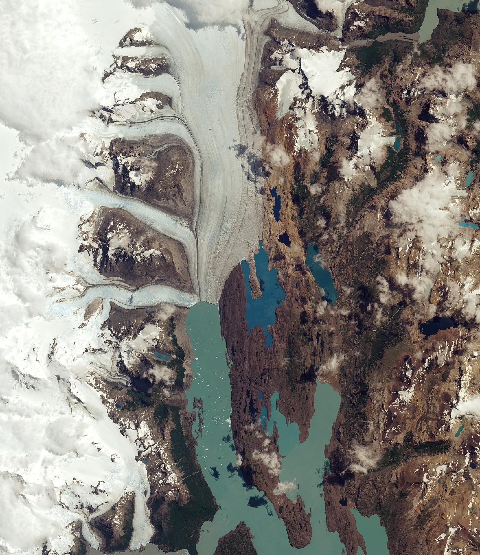 2.set.2016 ? O satélite Sentinel-2ª, da ESA (Agência Espacial Europeia), registra do espaço a geleira Upsala, no parque nacional Los Glaciares, na Argentina. O parque foi nomeado patrimônio mundial pela Unesco em 1981 e é o maior do país, cobrindo uma área de mais de 7 mil quilômetros quadrados