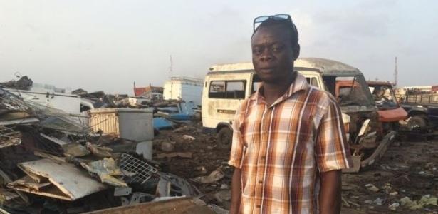 Sam Sandu vive da reciclagem de materiais eletrônicos em lixão de Gana