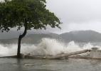 Ressaca em Santos (SP) provoca ondas de mais de 3 metros de altura - Mauricio de Souza/Estadão Conteúdo