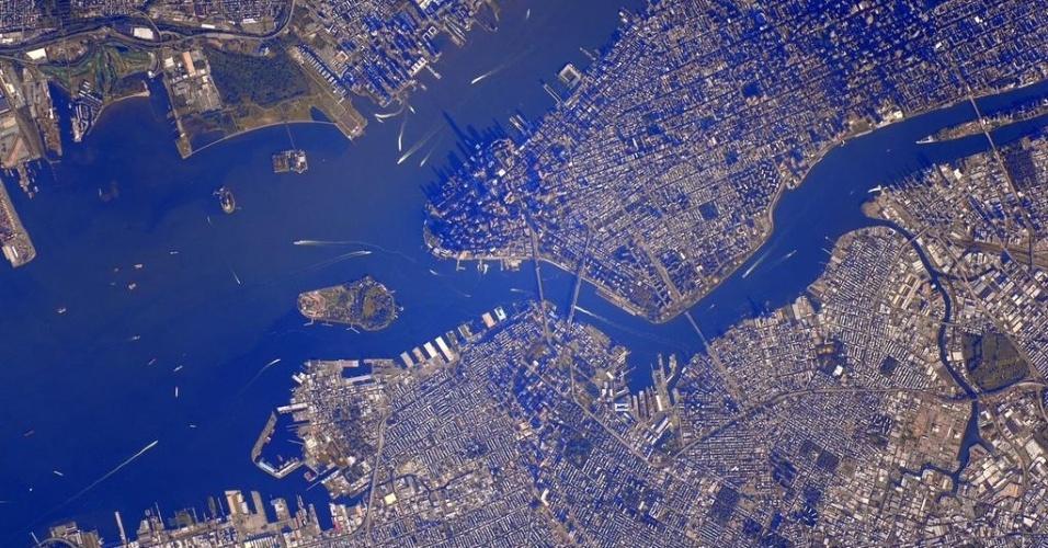 """18.set.2015 - O astronauta da Nasa (Agência Espacial Norte America) Scott Kelly mostra Nova York (EUA) vista do espaço. Em sua conta no Twitter, Kelly comentou: """"NYC nunca me cansa"""""""