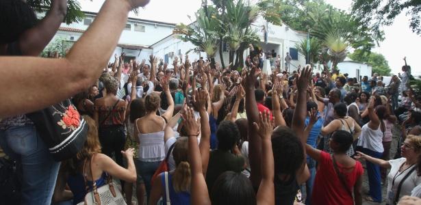 Funcionários do Hospital Rocha Faria protestaram contra a municipalização da unidade