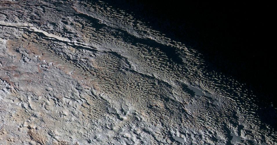 25.set.2015 - Nova imagem da superfície de plutão, captada pela sonda New Horizons, foi intitulada pela Nasa (Agência Espacial dos EUA) como