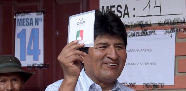 Presidente da Bolívia, Evo Morales, vota no referendo constitucional deste domingo