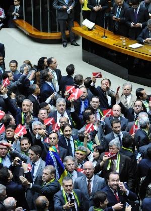 A Câmara dos Deputados aprovou a criação da comissão especial do impeachment por 433 votos a favor e um contra
