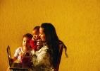 Mãe de crianças pequenas segue seu sonho estudando engenharia on-line - Karime Xavier/Folhapress