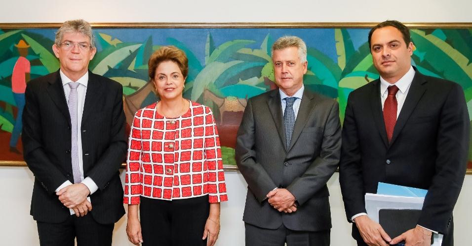 30.set.2015 - A presidente Dilma Rousseff se reuniu nesta quarta-feira (30) com com Ricardo Coutinho, governador do estado da Paraíba; Rodrigo Rollemberg, governador do Distrito Federal; e Paulo Câmara, governador do estado de Pernambuco no Palácio do Planalto