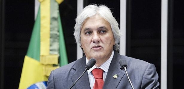 Acordo prevê que Delcídio possa continuar a exercer o mandato de senador