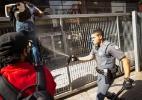 PM lança gás de pimenta contra estudantes que pularam o portão do Centro Paula Souza - Paulo Ermantino/Raw Image/Estadão Conteúdo