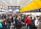 Passageiro enfrenta filas em 1° dia de regra mais rígida em aeroportos - MArco Ambrosio/ Framephoto/ Estadão Conteúdo