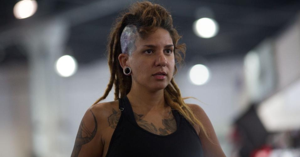 22.jan.2016 - Amantes da arte de fazer desenhos permanentes na pele foram conferir as últimas novidades na área da tatuagem no primeiro dia da Convenção Internacional Tattoo Week 2016, que acontece no Centro Sulamerica, em Cidade Nova, no Rio de Janeiro