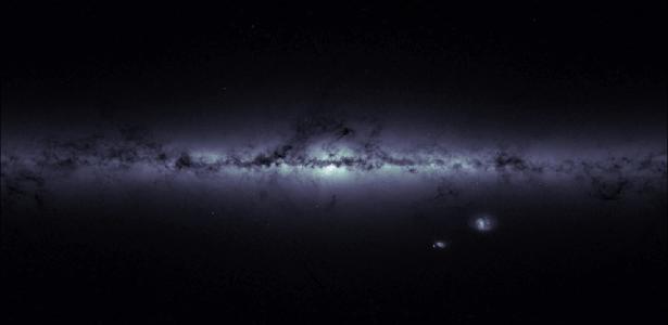 A Agência Espacial Europeia (ESA) divulgou nesta sexta-feira (3) uma imagem diferente da Via Láctea feita pelo satélite Gaia, cuja missão é elaborar um mapa 3D da galáxia e produzir um catálogo de 1 bilhão de estrelas