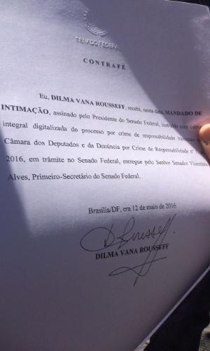12.mai.2016 - Intimação assinada por Dilma Rousseff que formaliza o seu afastamento da Presidência da República