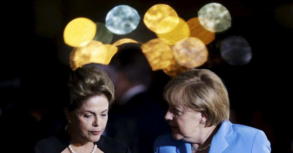 19.ago.2015 - A presidente Dilma Rousseff recebe a chanceler alemã Angela Merkel antes de um jantar no Palácio da Alvorada, em Brasília
