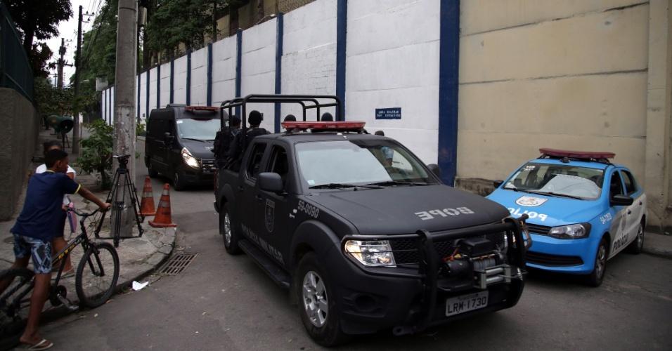 1º.out.2015 - Movimentação policial no BEP (Batalhão Especial Prisional) da Polícia Militar do Rio de Janeiro, em Benfica, na zona norte da capital fluminense, onde a juíza Daniela Barbosa foi agredida durante inspeção no local, nesta quinta-feira (2)