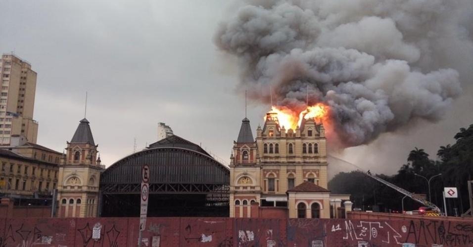 Incêndio de grandes proporções consumiu o Museu da Língua Portuguesa, na Estação da Luz em dezembro. Foto: Andre Ricardo Modesto.