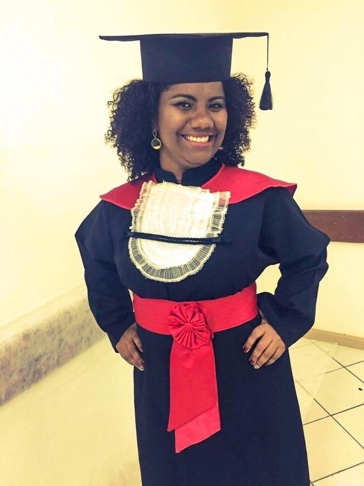 Capixaba que morou em lixão vendeu empada na praia para se tornar advogada, Ana Karla, estudante de direito
